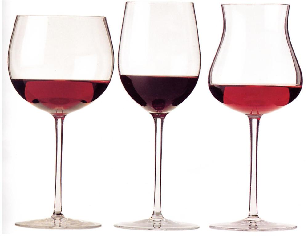 wine-glasses-with-red-wine