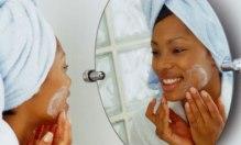 woman-moisturizing