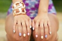 pastel-nails-bracelets