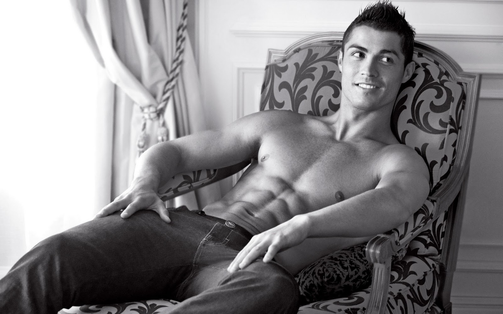 sexy-man-football-player-cristiano-ronal