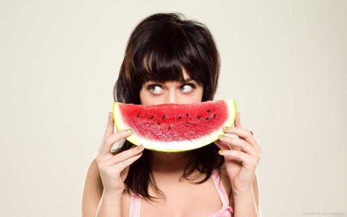 katy-perry-with-a-watermelon