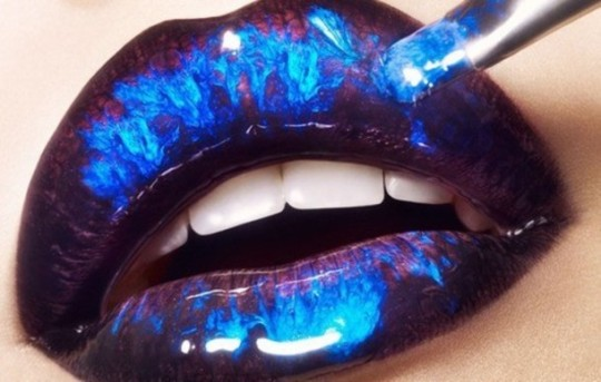 blue-black-marble-shiny-metallic-lipstick