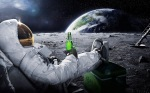 astronaut-drinking-carlsberg-on-moon