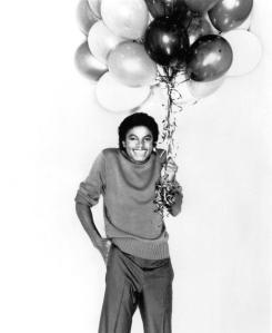 michael-jackson-holding-balloons
