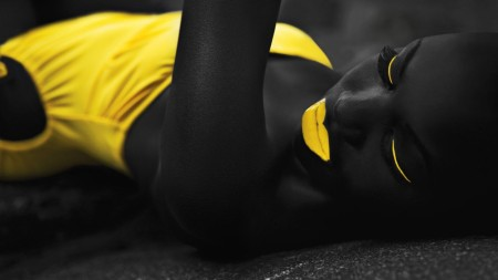 yellow_black_girl_photographer_1600x900_58304
